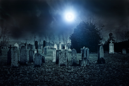 Begraafplaats nacht Stockfoto