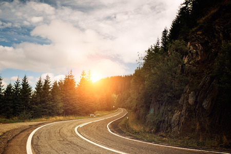 road vehicle: Mountain road