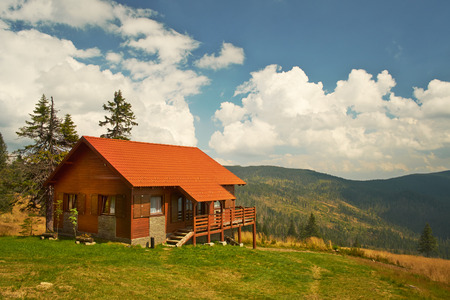 Mountain cabin Stock Photo - 35427208