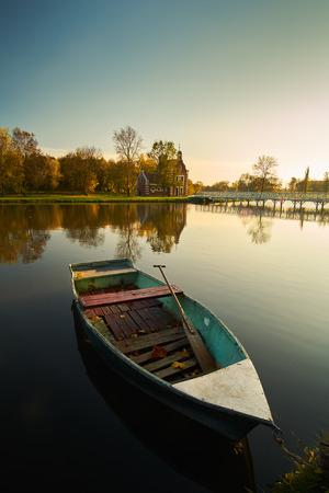deg: Boat on autumn lake