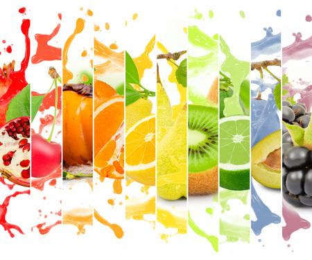 succo di frutta: colorata frutta raccolta striscia arcobaleno con spruzzata su sfondo bianco Archivio Fotografico