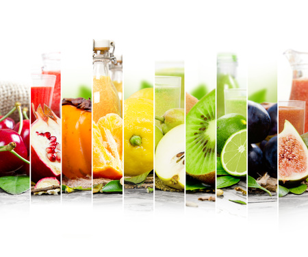 coctel de frutas: Photo of colorful mix stripes with fruit, slices and glass with juice; healthy food and drink concept; white space for text