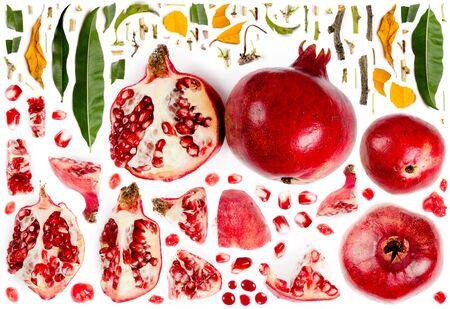 Große Sammlung von Granatapfelfruchtstücken, -scheiben und -blättern einzeln auf Weiß