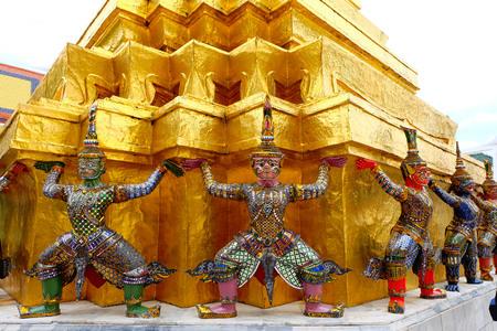 temple thailand: Thailand temple giant statues culture