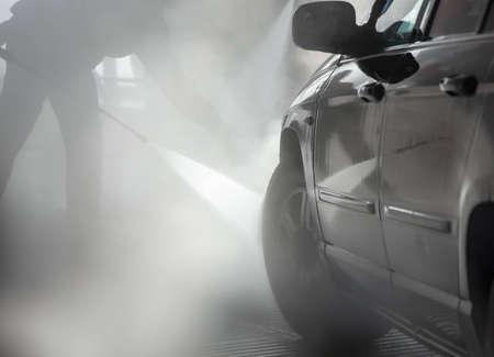 laver main: Automobile en passant par le lavage de voiture Banque d'images
