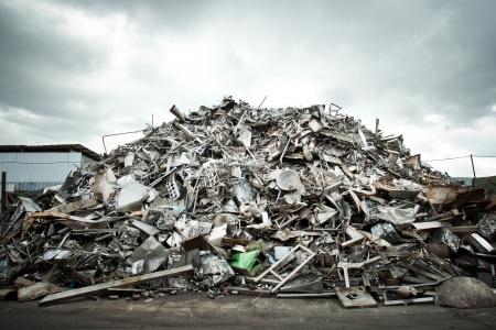 Pila de aluminio de chatarra para su reciclaje Foto de archivo