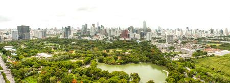 lumpini: Bangkok skyline over Lumpini park