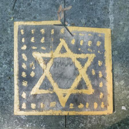 terezin: Stella di Davide come si è visto in un cimitero ebraico in Polonia.