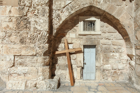 church of the holy sepulchre: Wooden cross at the Church of the holy Sepulcher, Jerusalem.