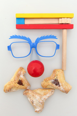 oznei: Purim arrangement with Hamantashen, Gragger, Funny glasses and a red nose