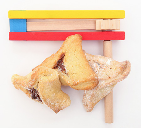 oznei: Purim arrangement with Hamantashen and Gragger