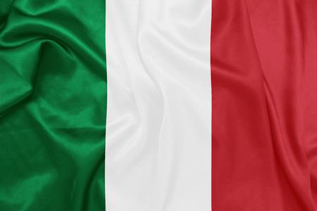 italien flagge: Italien - Wehende Nationalflagge auf Seide Textur