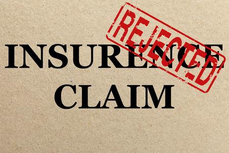 Papier textuur met Afgewezen verzekeringsclaim Stockfoto