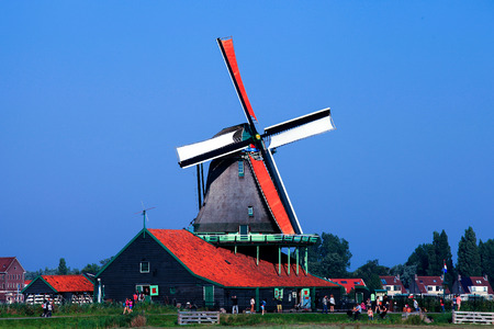 zaanse: Classic Dutch windmill at Zaanse Schans