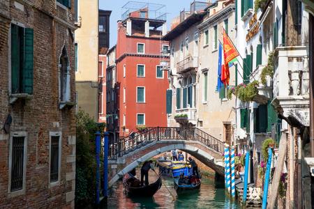 Gondoliere und Gondel in Venedig Canal Grande
