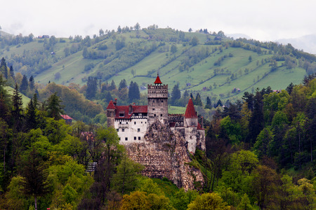 castillos: Castillo de Drácula en Bran, Rumania. Foto de archivo