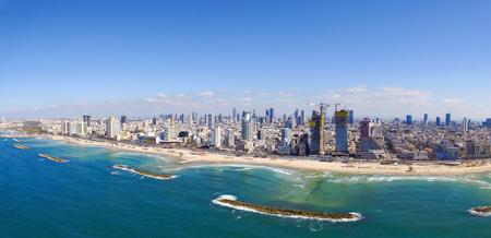 텔 아비브 해안선, 지중해 바다 위로 - 공중 이미지 스톡 콘텐츠 - 74095425