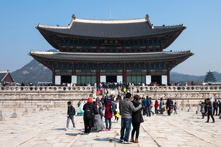 Locals and tourists at Gyeongbokgung palace, the main royal palace of the Joseon dynasty. Built in 1395, located in northern Seoul, South Korea