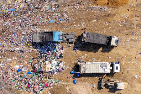 Top down aerial footage of a Municipal Solid waste Landfill. Standard-Bild
