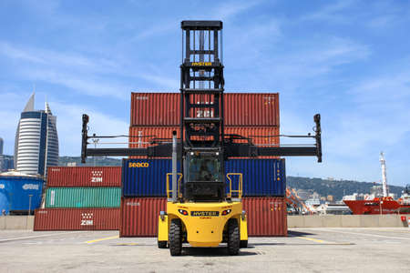Hyster container handler lifting a Shipping Container.