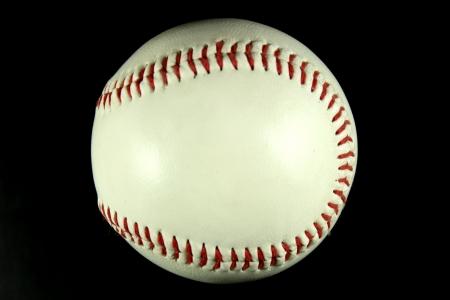 pelota beisbol: Bola de b�isbol sobre un fondo negro