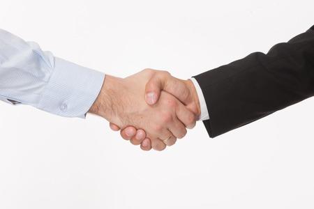 Zakelijke handdruk en mensen uit het bedrijfsleven concepten. Twee mannen handen op een witte achtergrond schudden. Stockfoto