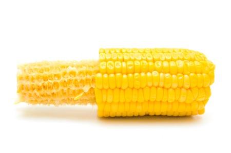 Hälfte auf weißem gegessen Mais Lizenzfreie Bilder