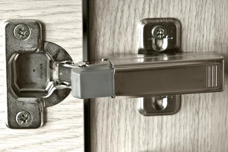 문에 가구 경첩