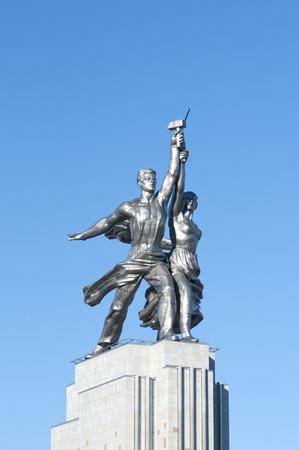 Trabajador y la granja colectiva. Monumento en Moscú. Autor VIMukhina Foto de archivo