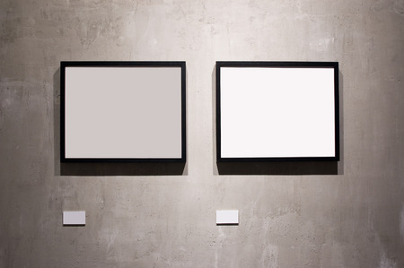 gallerie: Two frames on cement wall