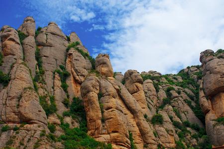 Montserrat Felsen gegen den blauen Himmel Lizenzfreie Bilder