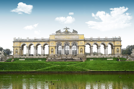 the gloriette: Gloriette monument in Schonbrunn Castle Park in Vienna, Austria