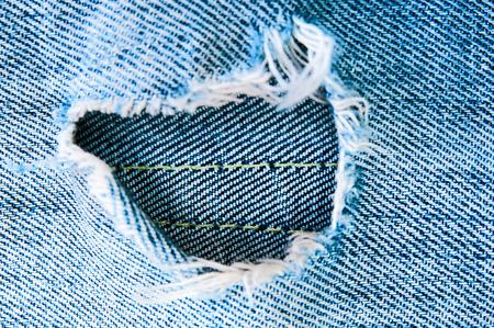 in jeans: Pantalones vaqueros rasgados azules