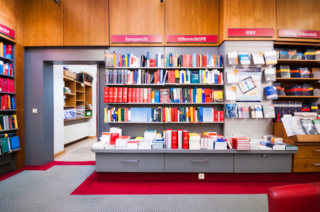 Das Innere der Buchhandlung Manz in Wien, Österreich Standard-Bild - 48184181