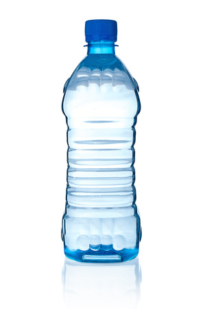 agua purificada: Bottle with water on white background