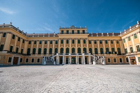 schloss schonbrunn: Schonbrunn Palace (Schloss Schonbrunn) in Vienna, Austria