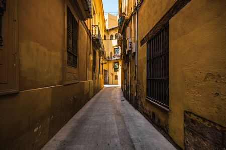 Narrow street in the old town in Valencia, Spain Stockfoto