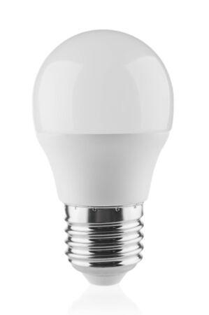 Lampadina a LED da vicino isolata su sfondo bianco Archivio Fotografico