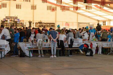 BEKESCSABA, HUNGARY - OKT 19, 2018: Sausage Festival (Csabai Kolbaszfesztival) Youth teams prepare sausages. Second tent, participants 新聞圖片