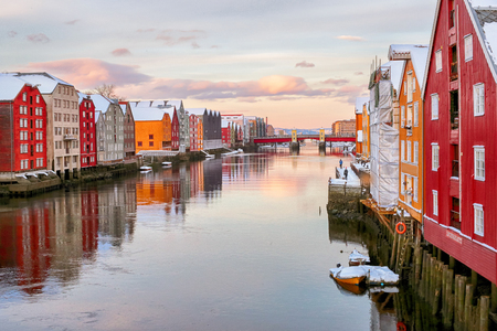 River Nidelva and old timber historical buildings along the river during winter sunset 免版税图像