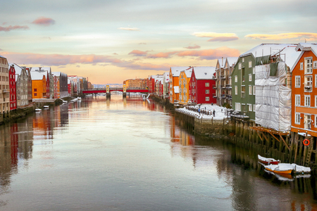 River Nidelva in the Norwegian city Trondheim during cold winter sunset 스톡 콘텐츠
