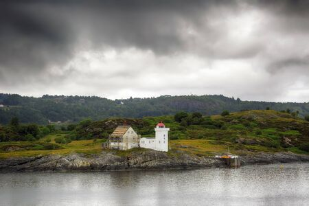 Lighthouse located in the trondheimsleia just before storm Stockfoto