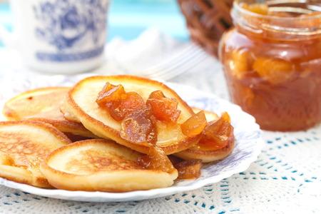 Pfannkuchen mit Marmelade Lizenzfreie Bilder
