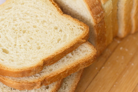 slices of bread: Sliced white bread