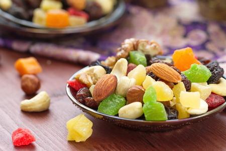 Energie Pause. Trockenfrüchte und Nüsse. Standard-Bild - 46209113