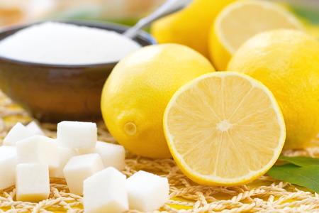 新鮮なレモンと砂糖