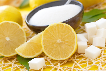 Frische Zitrone und Zucker