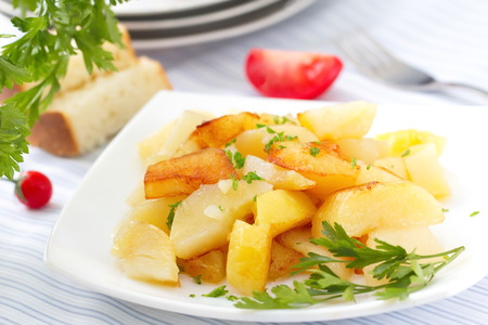 roast potatoes: Roast potatoes with fresh herbs Stock Photo