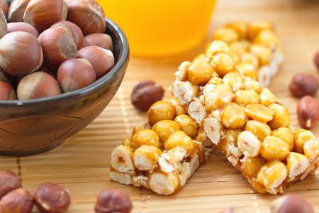 filbert: Sweet bars with filbert and honey