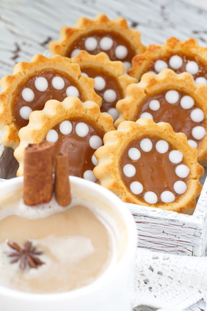 capuccino: Cookies with caramel and capuccino